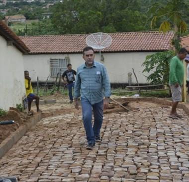 Prefeito Zé Raimundo vistoria obras em escolas e ruas