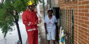 Corpo de Bombeiros atua no resgate de famílias em Parnaíba