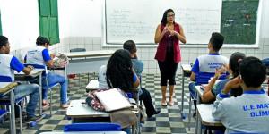 Sem contrato, intérpretes denunciam falta de acompanhamento a surdos