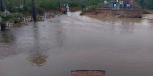Chuva: rodovia PI-366 rompe com a força da água entre José de Freitas e Lagoa Alegre