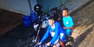 Dupla invade residência na zona leste e rouba eletrônicos; veja vídeo
