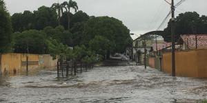 Teresina tem o maior acumulado de chuva nas últimas 24 horas; água invade casas