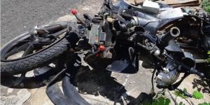 Colisão entre motocicleta e carro deixa uma pessoa morta e outra ferida na BR-343
