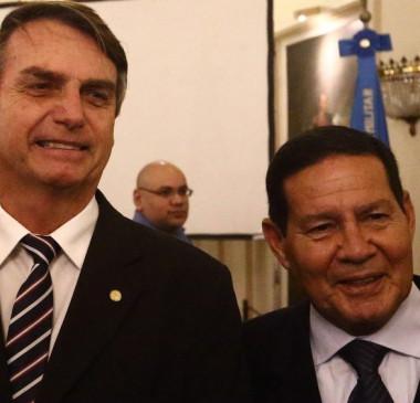 Filho de Bolsonaro diz que 'jogo' do general Mourão está muito claro