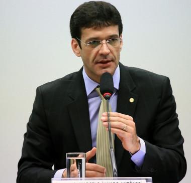 Ministro do Turismo se reúne com Bolsonaro e nega caixa 2