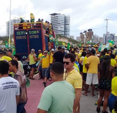 Bolsonaro compartilha vídeo em que manifestante grita 'Lava Toga'