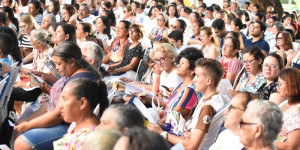 Católicos celebram Corpus Christi com tradicionais missa e procissão