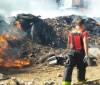 Após 3 dias, Bombeiros continuam a combater incêndio em fábrica