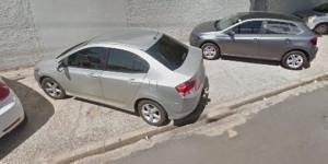 Menor perde controle do carro e derruba muro da Delegacia de Entorpecentes