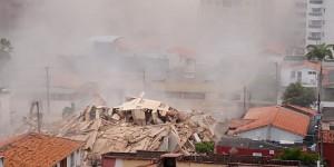 Prédio residencial desaba em Fortaleza. Polícia confirma uma morte.