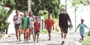 Moradores tentam pacificar comunidades marcadas pela violência