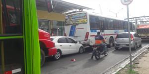 Engavetamento entre quatro veículos causa congestionamento na BR 316