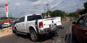 Motorista cruza linha férrea e colide com VLT na zona Sul de Teresina