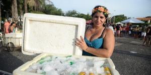 Ambulantes aproveitam carnaval para garantir renda extra