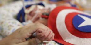 Bebês internados em UTI de hospital no PI ganham ensaio fotográfico temático