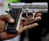 Criança de cinco anos morre com tiro acidental da arma do pai
