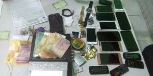 Polícia apreende 14 celulares com suspeitos de roubarem arma de PM em Teresina