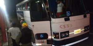 Polícia apreende ônibus vindo de SP com 47 pessoas em São João da Fronteira