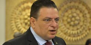Deputado desafia parlamentares a andarem de ônibus em Teresina
