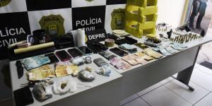 Residências são alvo de operação contra o tráfico de drogas na zona Leste