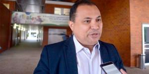 Deputado Evaldo Gomes defende candidatura da filha para federal,