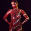 Anitta deixa seios e bumbum à mostra para promover novo álbum
