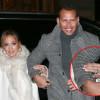 Jennifer Lopez ostenta aliança de R$ 4 milhões em jantar com noivo