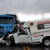 Ambulância colide com caminhão e deixa uma pessoa morta na BR-135