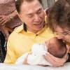 Ao lado de Silvio Santos, Patrícia mostra cerimônia de circuncisão do filho