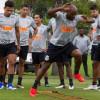 Carille comanda treino leve e atrasa definição do time no Corinthians