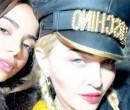 Anitta celebra lançamento de música com Madonna