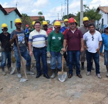 Prefeitura beneficia mais de 500 famílias com drenagens e calçamento