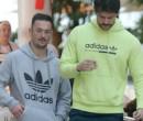 Diego Hypólito e namorado curtem tarde no shopping no Rio de Janeiro