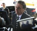 'Por que essa pressão em cima de um filho meu?', questiona Bolsonaro