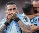Daniel Alves cita irresponsabilidade e evita promessas