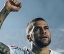Daniel Alves estreia com muitas funções no time do São Paulo