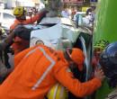 Condutora perde controle e carro capota após colisão na Pires de Castro