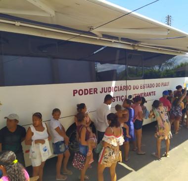 Justiça Itinerante e PMU disponibilizam serviços para a população