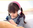 Crianças aderem aos podcasts para ouvir histórias e matar a curiosidade
