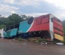 Ônibus capota deixando duas pessoas mortas e 14 feridos na BR-135