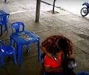 Vídeo mostra bandido roubando arma de PM na zona Norte
