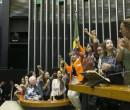 Deputadas fazem ato em defesa de jornalista da Folha insultada por Bolsonaro