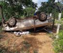 Motorista perde controle, capota carro e quatro pessoas ficam feridas