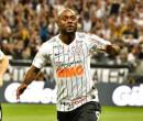 Love perde espaço no time em possível adeus do Corinthians