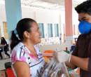 Prefeitura de Teresina entrega kits de alimentos aos alunos da rede municipal