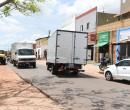 Avenida estreita causa transtornos para moradores do bairro Santa Bárbara
