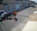 Mulher é arrastada pelos cabelos durante assalto em Fortaleza, no Ceará; veja vídeo