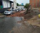 Temporal em Água Branca: muro cai sobre carros e teto de ginásio desaba; veja vídeos